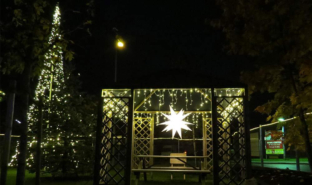 Eisregen lichterketten zur weihnachtsbleuchtung au en for Fahnenmast lichterkette